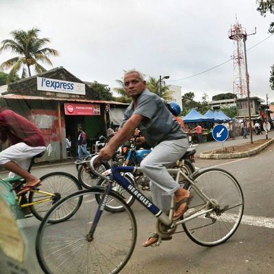 Scène de rue #ilemaurice #mauritius Bicycle Velo Instamood Mauritius Instadaily Instalike Streetphotographer Mycapture Ilemaurice Igersmauritius Street_series