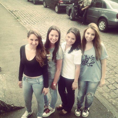 Valorizo as que fecham cmg ;) Girls Friends Love