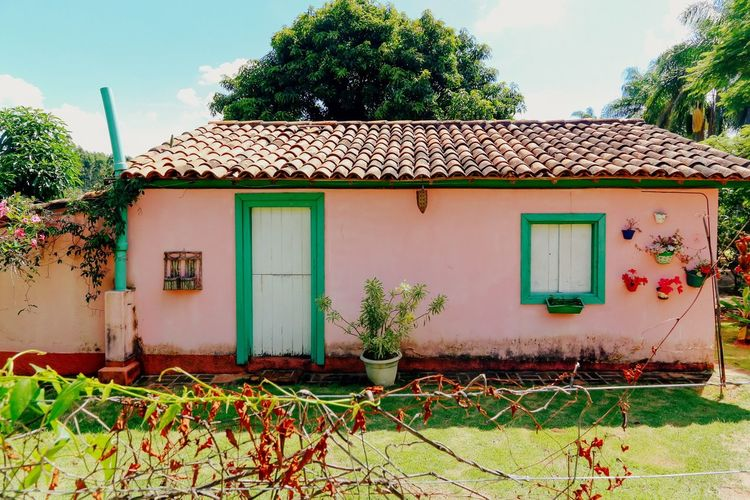Showcase: February Happiness is a simple house, a sunny day and ice cream after pictures. House Home Sweet Home Lovely Place Warm Colors Sunny Day Summer Farm Farm Life Old House Pink Blue Sky
