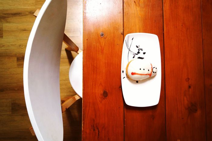 Wood - Material Food And Drink Food Directly Above Indoors  Table Anthropomorphic Face No People Plate Whipped Day Freshness Ready-to-eat Paper Plate Close-up Delicious Dounuts Freshness Snowman⛄ Christmastime Christmas Decoration Indoors  Lifestyles Indoors