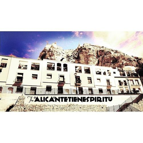 Perspectiva del castillo con el perfecto sol de hoy ~ follow for more photos! Castle Alicante Reciente Now