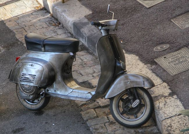 Vintage scooter Customized Metal Mode Of Transport Motor Scooter Old School Old Scooter Parking Scooter Stationary Transportation Vespa Vespavintage Vintage
