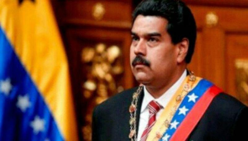 """Maduro anuncia devaluación y legalización del mercado paralelo de divisas Jan 22, 2015 @ 7:00 am Nicolás Maduro anunció nuevas medidas en el campo económico. Recalcó """"Ante la evidente caída de divisas en el país, estamos obligados a generar nuevos ingresos"""". El mandatario informó """"Hay que trabajar en un sistema que atienda tres mercados"""". Elprimer mercadoincluye sectores alimentarios y de salud, quedarán a un cambio de6,30 bolívares por dólar"""". """"Eso lo vamos a invertir en la protección de nuestro pueblo"""". Comosegundo mercado, se mantendráun solo Sicad. """"Se establecerá por subasta, por un mecanismo de mercado"""". """"Y convertiremos elSicad 2 en un nuevo sistema, que funcione a través de las bolsas públicas, privadas, donde concurra el sector privado y público,lo que en la práctica representa la legalización del mercado paralelo, Ahí se manejará eltercer mercado"""", resumió. El anuncio, de un tercer sistema de cambio, significará una nueva ydescomunal devaluación, ya que el mercado se encargará de establecer precios, aún sea de manera legal. Maduro espera """"repatriar"""" a la banca pública y privada las divisas que se encuentren depositadas por venezolanos en bancos extranjeros. Maduro finalizó """"Todo sistema cambiario es un sistema transitorio, para atender necesidades del sistema económico del país.Esto nos permitirá estabilizar los sectores de economía"""". Con información deLa Patilla #ChavistaEresCompliceOPendejo #MaduroDiosProveera 22E Venezuela Ca$h Money LgG2Vzla Instagram_ve LGoptmus Hello World"""