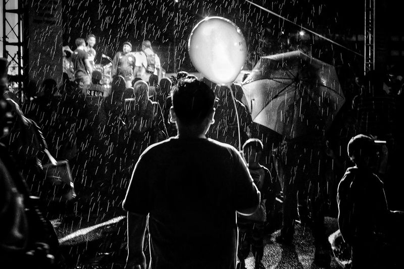 Rain Raining Baloons Blackandwhite Streetphotography People EyeEm EyeEmNewHere Diversity Outdoors Communication Aroundtheworld EyeEm Gallery EyeEm Selects Eyeem Market The Week on EyeEm EyeEmBestPics EyeEm Best Shots Pattern, Texture, Shape And Form The Week Of Eyeem Relationship Moment Lens Moment Kids Silhouette Night People Water Nightlife Men Lifestyles Party - Social Event Togetherness Popular Music Concert Black Background Inner Power This Is Family