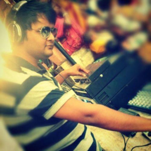 When I put my headphones in....I m in my own fantasy world.. Djnikz