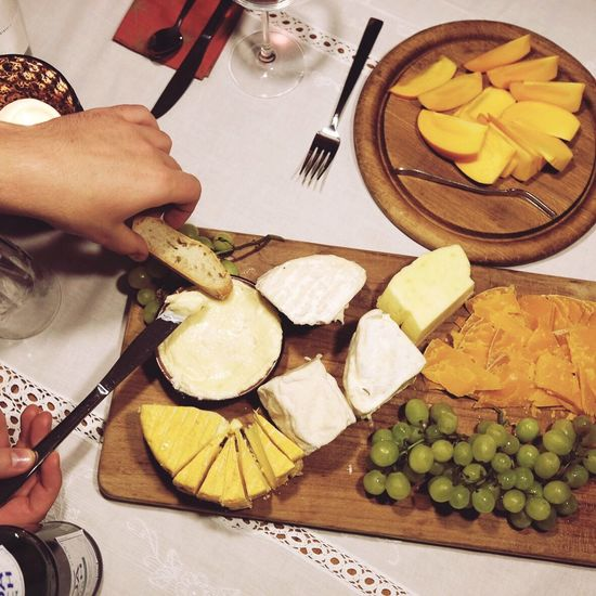 Cheese Friends ShareTheMeal Grapes Cheesy Food And Drink Food Knife Food And Drink Dinner Dinner Time Indoors  Freshness Human Hand Foodporn Cooking