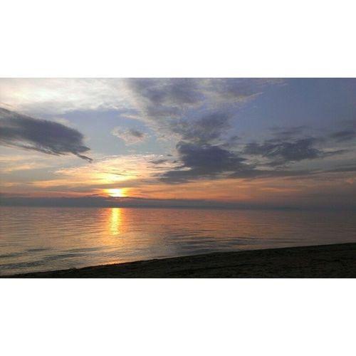 Мысли материализуются, и теперь это мой вид из окна на ближайшие месяцы) встречать закат на Байкале бесценно