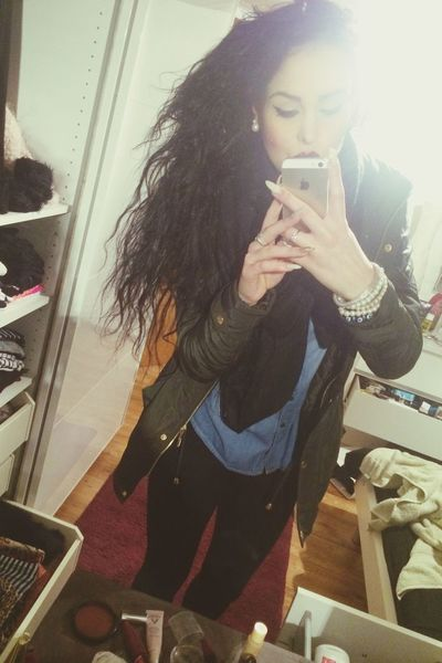 Curly Hair That's Me Taking Photos 😚 Beauty Outfit Job