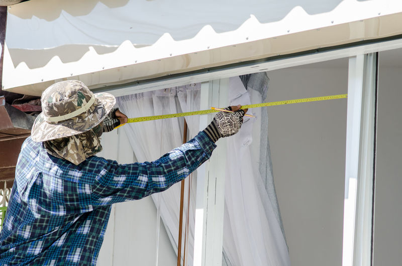 Carpenter measuring house window