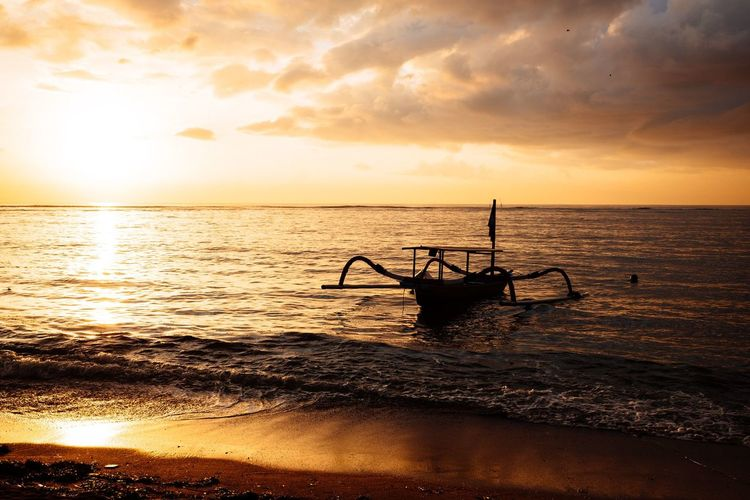 Original Experiences Horizon Over Water Boat Sunrise Golden Hour Morning Glow Sanur Beach Bali, Indonesia Alone In The Morning Lonelyboat 43 Golden Moments Neighborhood Map The Great Outdoors - 2017 EyeEm Awards