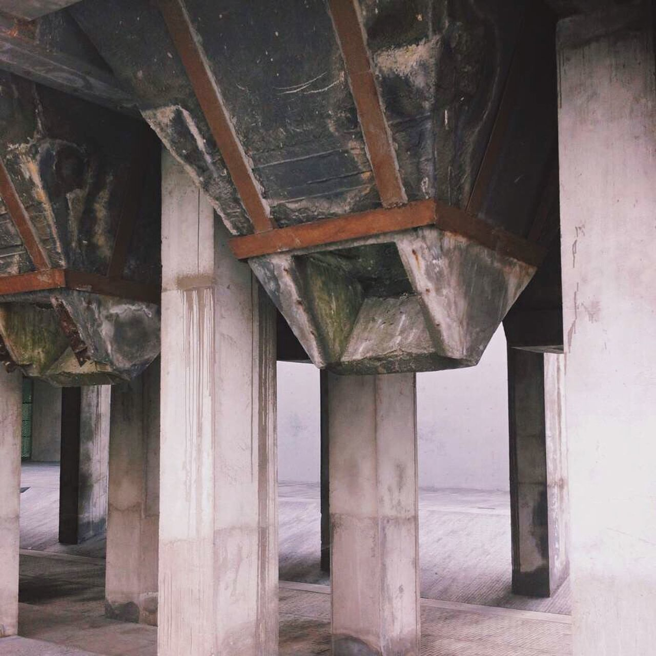 architecture, built structure, underneath, architectural column, no people, day, below, indoors