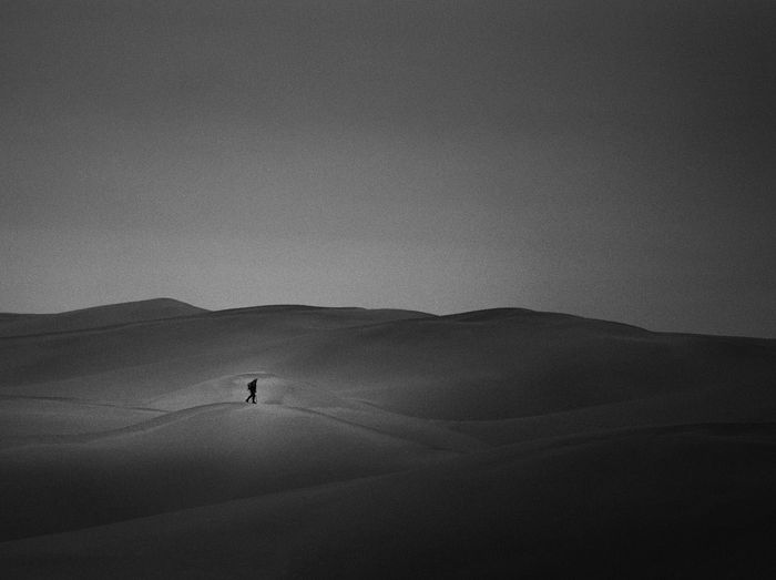 Showcase April Black&white Blackandwhite Photography Black & White Black And White Blackandwhite Climb Walk Man Story Hope Relaxing China The KIOMI Collection Dessert Storytelling NeiMeng Neimenggu Inner Mongolia Landscapes Curves Man anothor kind of ps style Telling Stories Differently Monochrome Photography