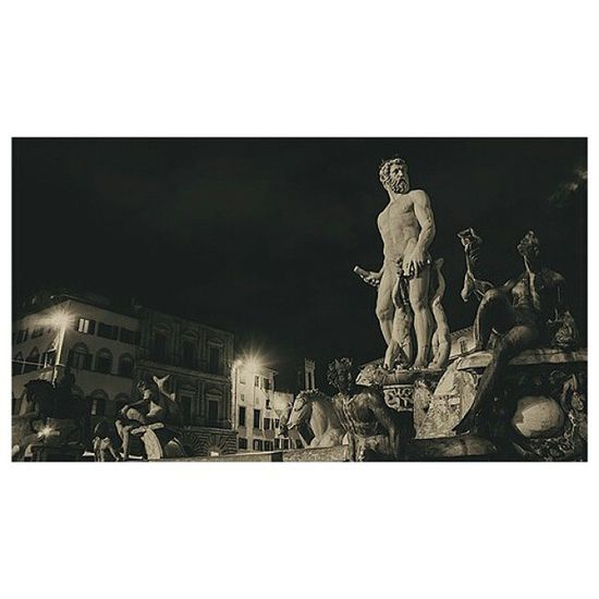 | Florence by night | Blackandwhite OOMF TBT  Vscocam vscocamlover piazzadellasignoria firenze