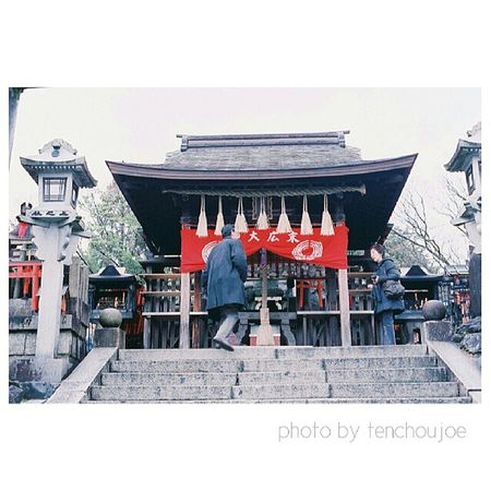 New photo - A trip to #Japan with #Nikon #Fm3a This is the small shrine at the very top of Fushimi Inari Shrine/hill. Very few people made it up as it's quite high so the sense of achievement is there. If you wanna pray, might as well pray at the highes Artoftravel Tenchoujoe Street Fm3a Streetphotography Filmcamera Tokyo JP Kyoto Shootfilm Photography Film OSAKA Nikon Japan Photooftheday 35mm ASIA Nofilter Believeinfilm