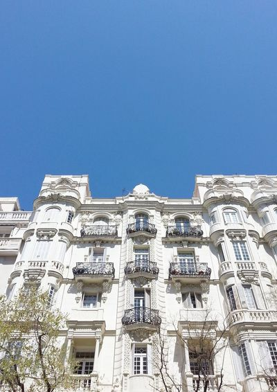 Architecture Tourism Low Angle View Travel Destinations Outdoors Building Exterior No People Clear Sky Madrid Lookupshot Capital Cities  Streetphotography Perspective Capital Cities  Lessismore