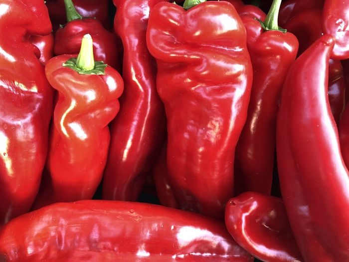 Food And Drink Food Vegetable Pepper Red Freshness Healthy Eating Wellbeing Bell Pepper Full Frame Spice Backgrounds No People Red Bell Pepper Close-up Market Still Life Large Group Of Objects Chili Pepper Raw Food Paprika