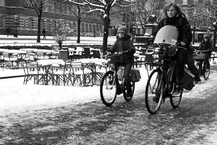Streetphotography Snow Leiden NEM Black&white