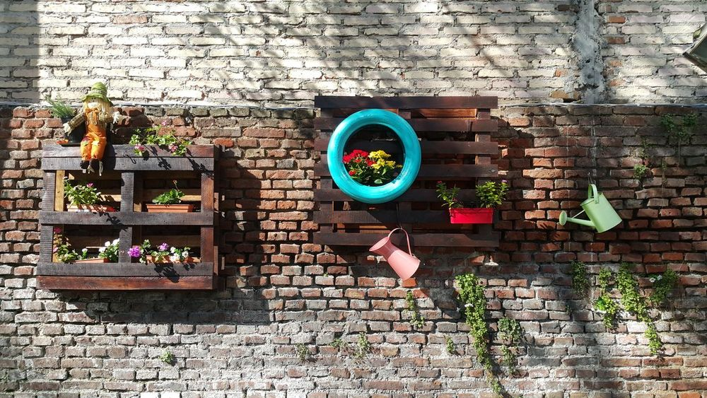 Day Outdoors No People Architecture Bricks Wall Decoration Decorative Minimal Minimalist Photography  Abstractart Abstractions In Colors Abstract Art Minimalist Photography  Minimalist Photography  Minimalistic Minimalobsession Abstract Minimalism Wood - Material Decorative Art Decorate Garden Garden Photography Colorful