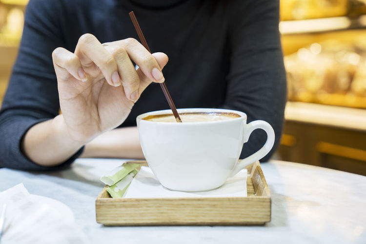 Cup Drink Focus On Foreground Food Food And Drink Freshness Front View Hand Holding Human Body Part Human Hand Indoors  Kitchen Utensil Lifestyles Midsection One Person Real People Refreshment Table
