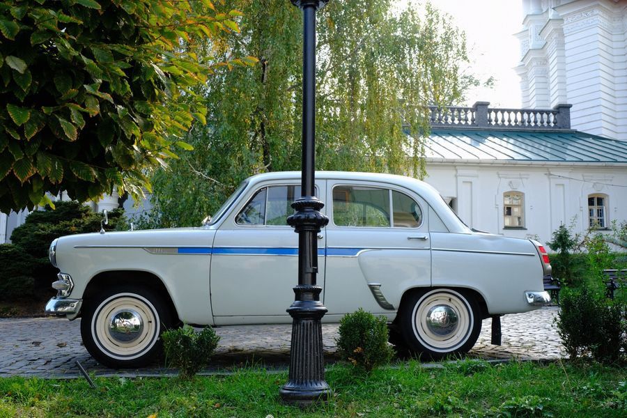 Mode Of Transportation Motor Vehicle Car Transportation Plant Tree Land Vehicle Retro Styled Vintage Car Silver Colored Parking Outdoors No People