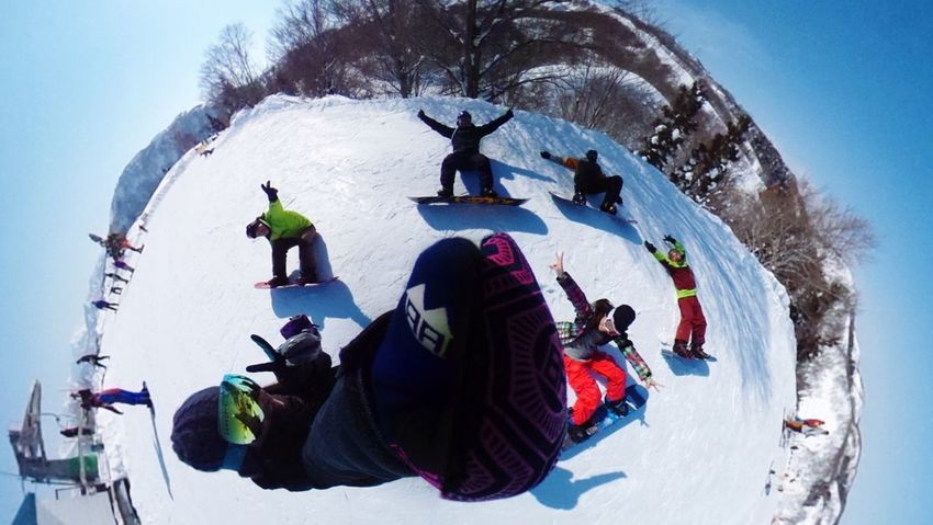 Photos That Will Restore Your Faith In Humanity Snow Snowboarding Friends Holiday Theta360 Nigata YUZAWA Enjoy Life GALA Yuzawa