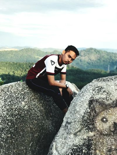Mountain Rock - Object Cloud - Sky Men Adult People Mountain Range Nature One Person Exercising Day Sport Outdoors One Man Only Only Men Adults Only Young Adult Athlete Paramedic Sky BYOPaper! Potrait The Portraitist - 2017 EyeEm Awards EyeEmNewHere BYOPaper!