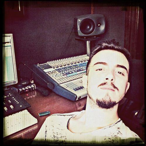 Stüdyo Comment Follow Follow Me