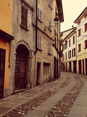 Bedonia No People Hello World City Architecture Building Exterior Sky Built Structure Townhouse Historic Old Town TOWNSCAPE Town Building Exterior Residential Structure History