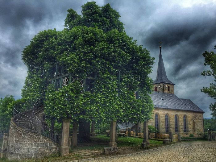 Tanzlinde in Peesten. Tree Trees Nature Natural Beauty Natural Photography Church Churches Fichtelgebirge Shotoftheday Check This Out Clouds And Sky Storm Storm Cloud Historic Historical Building