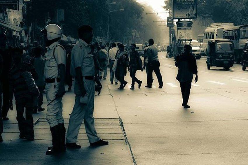 Road Street Streetphotography Police Kolkata Kolkatadiaries Gariahat Canon Conon 600D Ig_calcutta