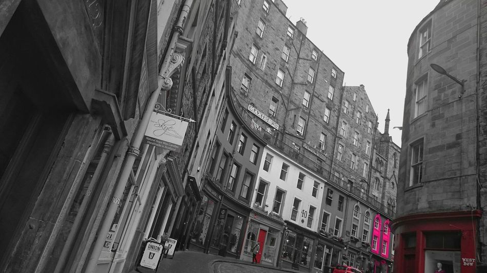My fav street in Edinburgh @victorria street Check This Out EyeEm Best Shots Black And White Photography I Love My City Streetphotography Urban Geometry Creative Light And Shadow EyeEm Around The World