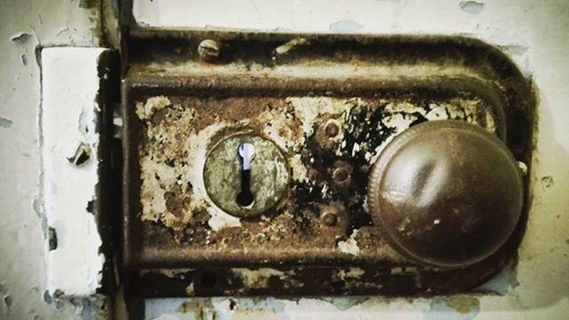 Door Doorknob Doorhandle D_aroundtheworld Keyhole Rusty Rustlord Wooden_hue Top10minimal Minimal_mood Minimal_hub Paradiseofminimal 9Minimal7 Mnm_gram Pocket_minimal Ptk_minimal Tv_simplicity Minimalexperience Soulminimalist Minimalint Flaming_rust