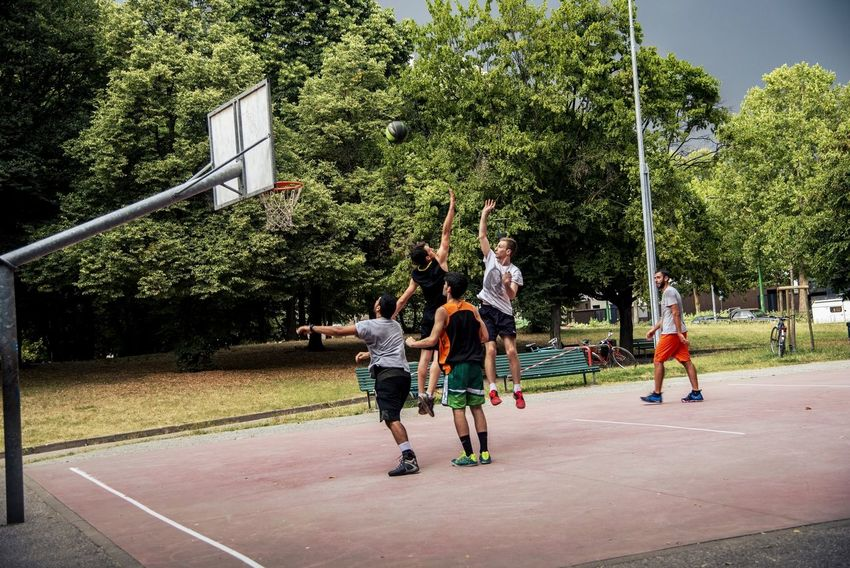 Street Basketball Streetphotography Basket Game City Tree Friendship Young Women Full Length Sport Togetherness Court Playing Basketball - Sport Young Men