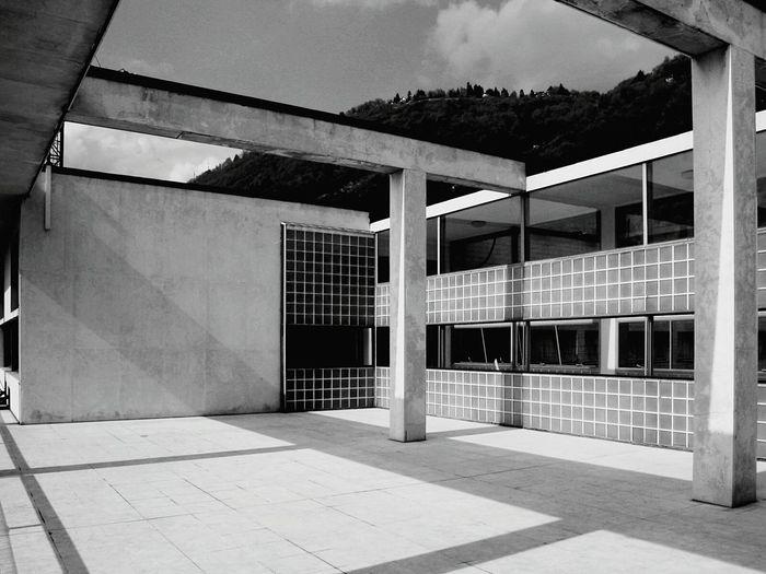 Darkness And Light Como Casa Del Fascio Architecture Urban Geometry Cityscapes Precision The Architect - 2015 EyeEm Awards Amazing Architecture I Love My City The Architect - 2016 EyeEm Awards