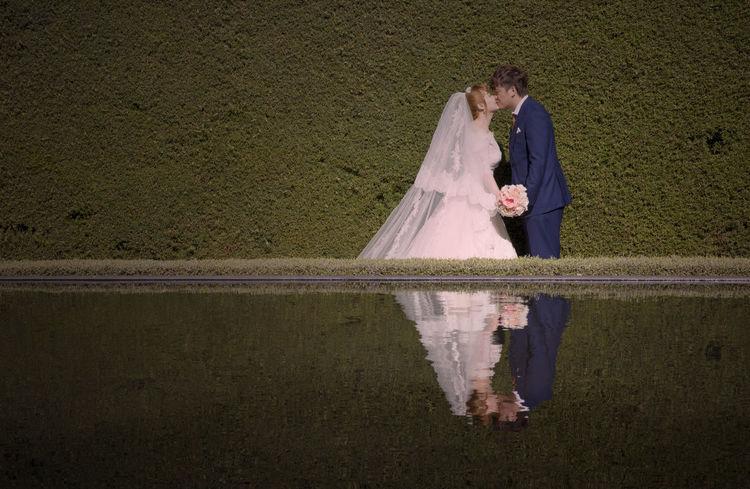 Bouquet Grasswall Hamilton Gardens Happy Kiss Lake Reflection Wedding
