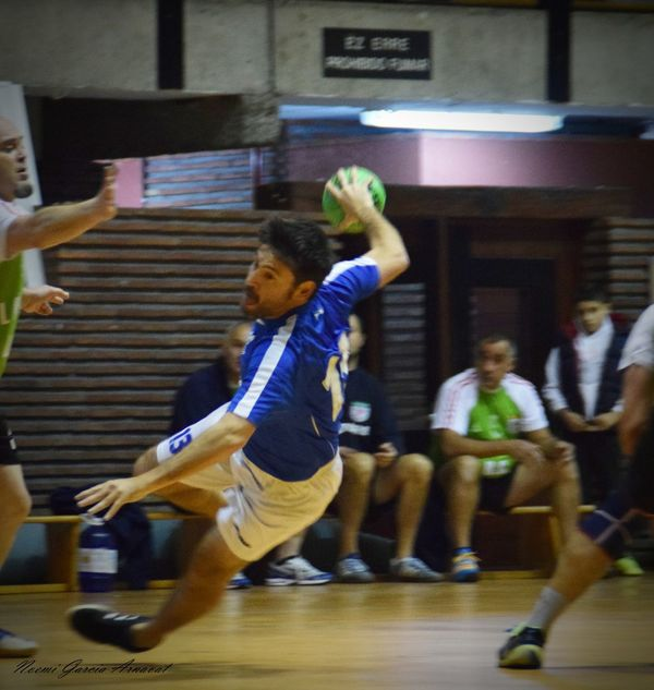 Women Handball Is My Life Handball EyeEm Selects Fotografie Fotography People Only Men Sports Uniform Men Competitive Sport Indoors  Adults Only Day Lifestyles Blurred Motion Real People Basketball - Sport Competition Full Length Motion Sports Team Sport Gym Athlete Adult