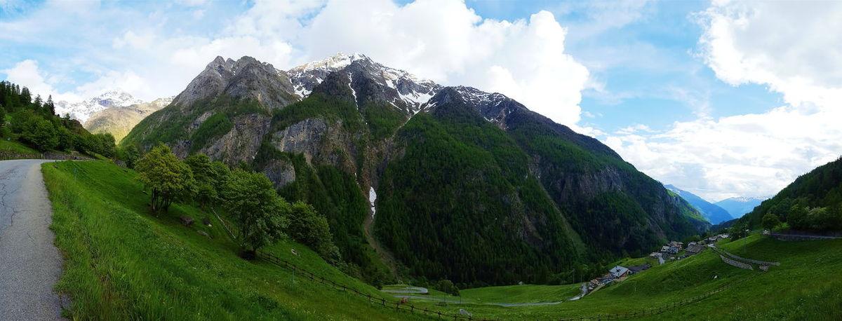 La bellezza di questo posto 😍 Heaven Alps Mountains Mountain View Panoramic Panoramic View Panoramic Photography Panorama Italia Italy Italianalps Montagnes Nature Nature_collection Green Color VSCO