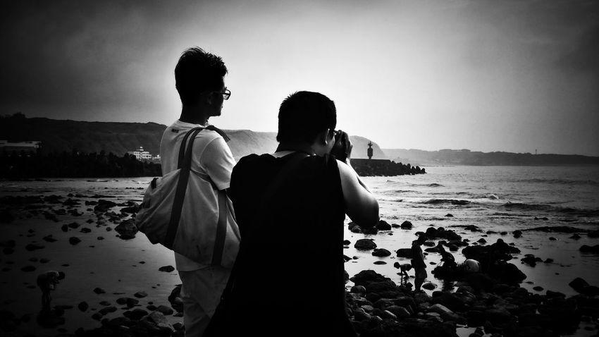 2018/6/10 速寫朋友 於石門洞 Men Friendship Friend Friends Taiwan Bw Bw_lover BW_photography B&w Photo B&w Bw Photography B&w Photography Bwphotography Water Sea Togetherness Beach Happiness Sand Standing Holiday Moments EyeEmNewHere