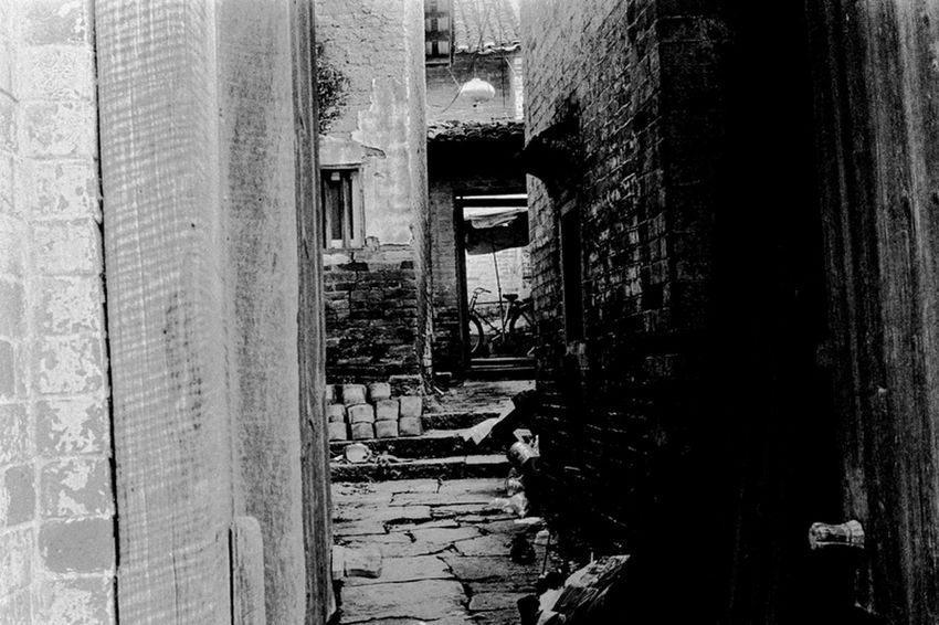 生,如尘。Leica M6 ILFORD PAN400 Leica M6 B&w China Film Canton Filmisnotdead Streetphoto_bw Street Photography Blackandwhite Streetphotography