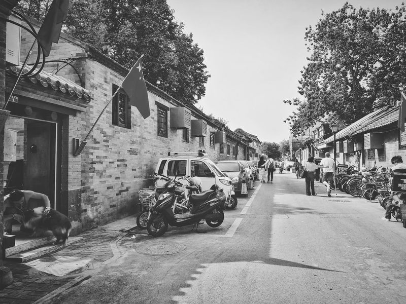 Street Outdoors Architecture Built Structure Day Building Exterior City Beijing, China Black And White Real People Street Photography Huawei P9 Photos Leisure Activity Lifestyles Hutong Hutong Life Hutong Street