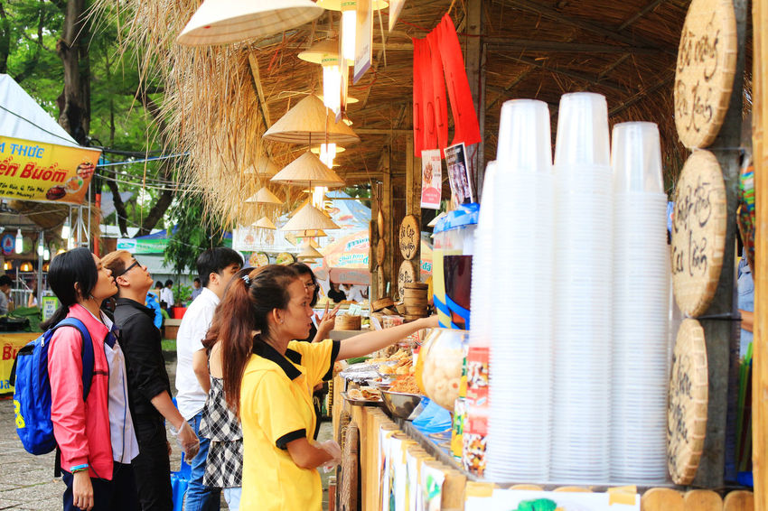 Adult Adults Only Bazaar Business Business Finance And Industry Choice Consumerism Customer  Day Illuminated Market Stall Men Multi Colored Only Women Outdoors People Retail  Vietnamese Food Vietnamfood Vietnamfoodstreet Women