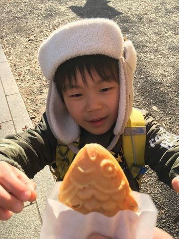 食べる? Boy Kids Food Childhood Yammy!!  Foodporn Ready-to-eat Foodphotography EyeEm Gallery EyeEm Best Shots Urban Lifestyle EyeEmBestPics From My Point Of View Innocence Portrait Real People たいやき TAIYAKI