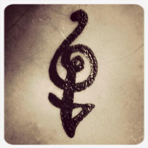 Tattoo La Peau Encrée Hakuna Matata ✌ Liberty neck