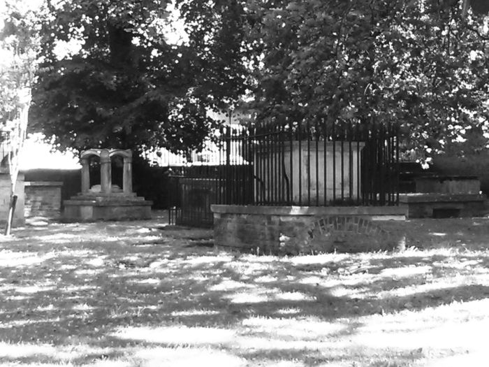 Graves Black And White B & W  London