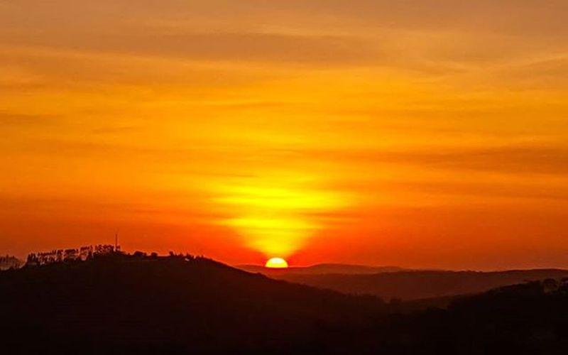 Rastro Solar. Local: Simão Dias-Sergipe. Aparelho: galaxy s6. .................................... Sergipe_encantador Rededefotografos Ig_sergipe Brazil_repost Brskies Ceuazulbr Oceano_brasil Divinafotografia Landscapes_captures Oquemedasorte Grandesmaravilhas Brminimalism Olhar_brasil Soulnature_ Brasil_brasileiro Galaxys6 UMarDeTalentos Wu_brazil Wow_brazil Panelagram Nordestemeulindo Brnaturallandscapes Brcountryside Myskynow entreamigosbrasil brasil_brasileiro braziliangallery divinafotografia brazilgram_ oceano_brasil