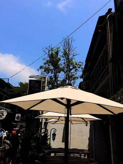 餐廳外的一角。今天母親節有著很熱的溫度。與MacieOutside the corner of the restaurant. Mother's Day today has a very hot temperature. With Macie