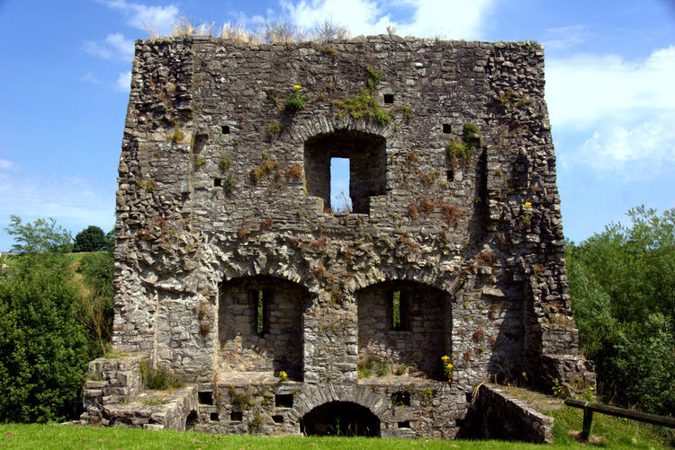 Castle Castles EyeEmNewHere Ireland Ireland🍀 Trim Castle Ancient Ancient Civilization Architecture Building Exterior Built Structure Castle Castle Ruin Damaged Day History Irland Low Angle View No People Old Old Ruin Outdoors Sky The Past Tree