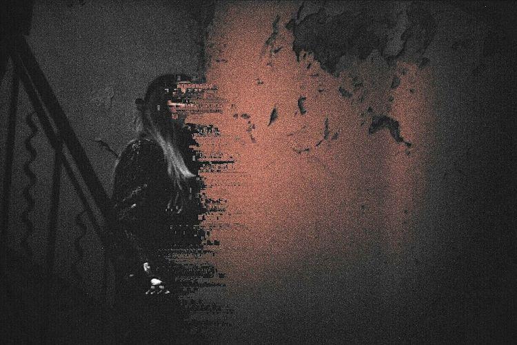 Vanishing* Analog Analogue Photography Analoglove Filmcamera Film Photography Filmisnotdead 35mm Zenit Zenit-E Fuji Fujifilm Fujisuperia200 Dark Girl Model Glitch Glitchart Art Glitch Experiment