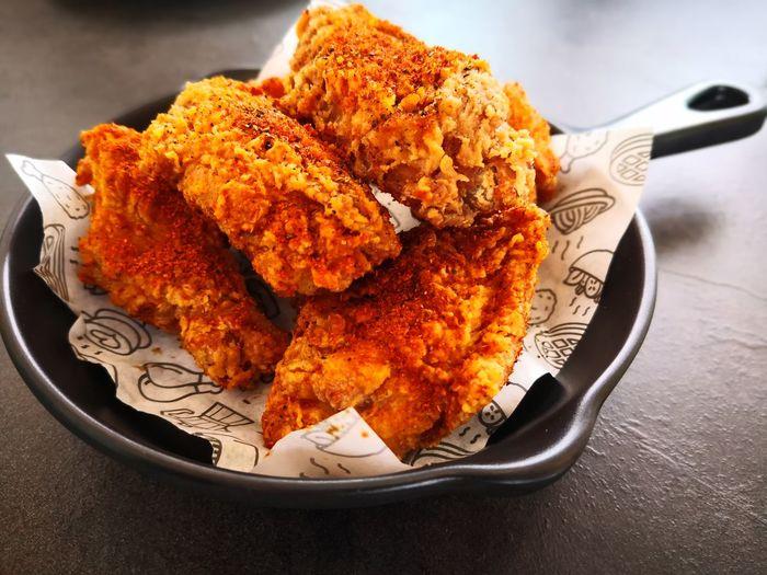 Plate Dessert Studio Shot Close-up Sweet Food Food And Drink Fried Chicken Chicken Chicken Leg Chicken Wing