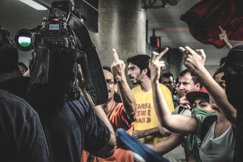 Foto: China Trindad Belo Horizonte MG Brazil P&B Photojournalism Fotojornalismo Manifestación Manifestação Metro Station